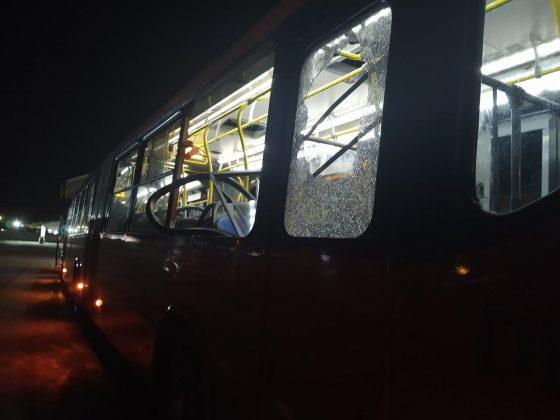 Ônibus ficou danificado Praça Eufrásio Corrêa