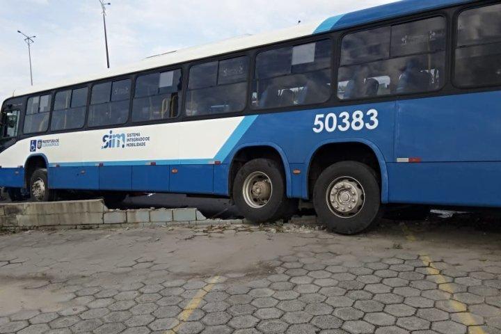 Ônibus no Ticen