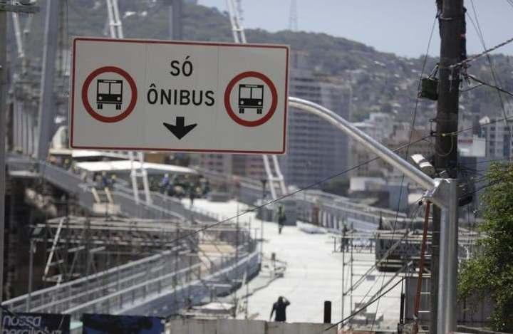 Só ônibus na Ponte Hercílio Luz