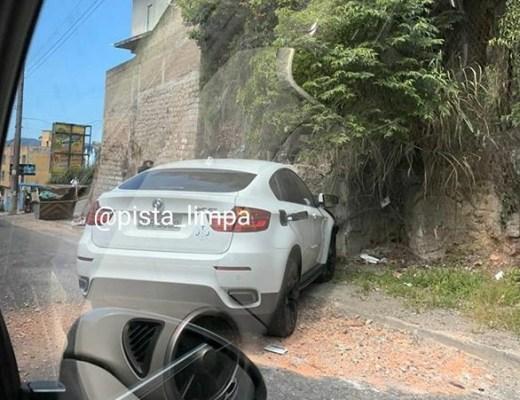 Carro Avenida Governador Ivo Silveira