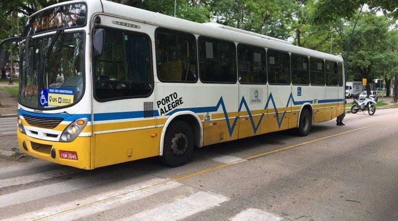 Ônibus na Avenida Érico Veríssimo