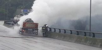 Carreta em chamas na Rodovia dos Imigrantes