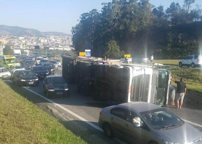 Acidente na rodovia Fernão Dias