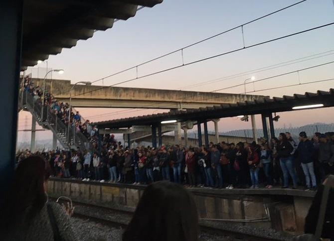 Estação Manoel Feio da Linha 12-Safira