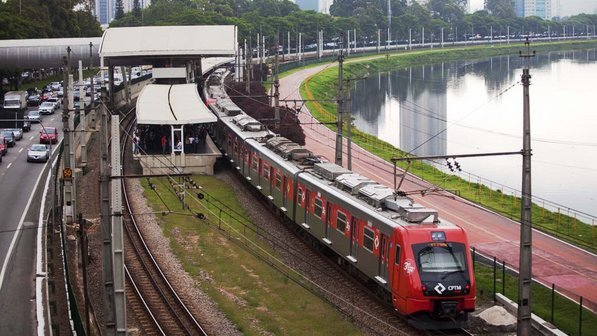 Trem da Linha 9-Esmeralda Jurubatuba