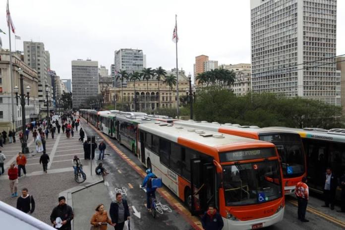 Ônibus no Viaduto do Chá