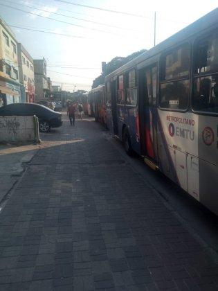 Estrada do Campo Limpo Ônibus parados