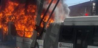 Incêndio em ônibus na Avenida Senador Teotônio Vilela