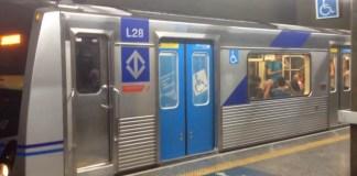Trem na estação Ana Rosa Linha 1-Azul