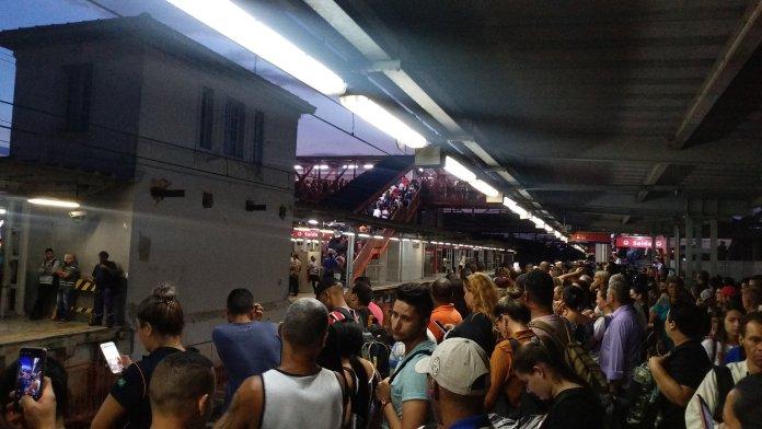 Calmon Viana Poá Linha 12-Safira