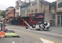 Carro capota Avenida Imirim