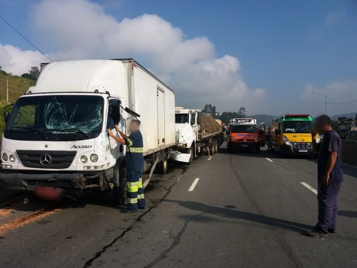 Caminhões na rodovia Fernão Dias