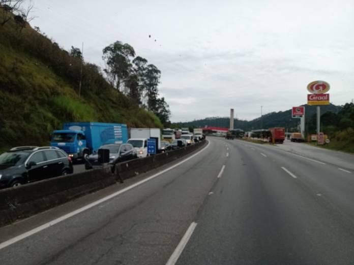 Acidente na Rodovia Fernão Dias Carreta