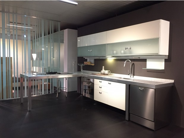 Cucina Dada In Offerta | Cucina Moderna Bianca Dada Ad Isola ...
