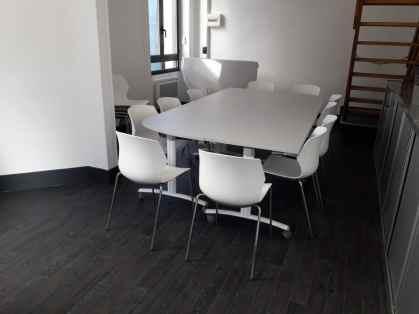Table abattantes Fold coloris gris clair et siège MyFrill coloris blanc