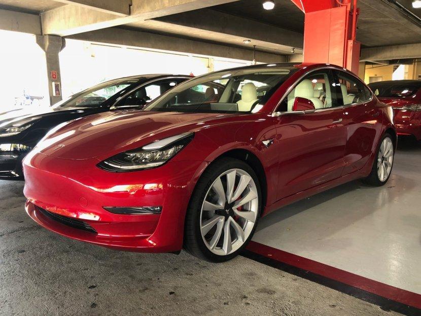 Tesla prezzi
