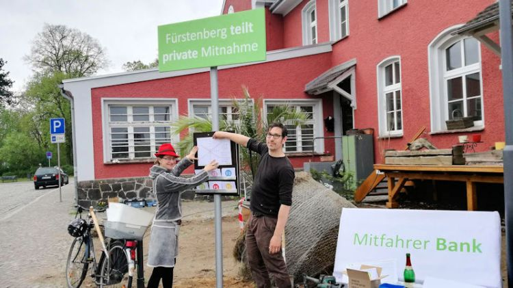 Mitfahrbank carpooling offer at Bahnhof Fürstenberg
