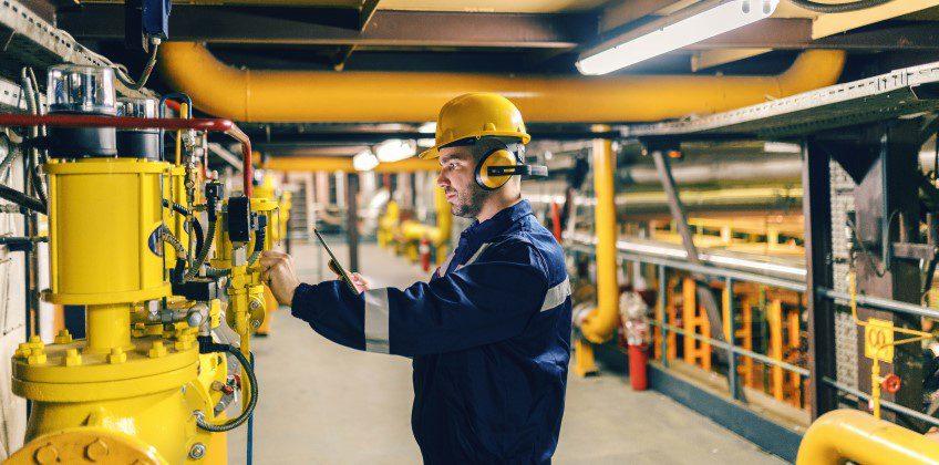 ¿Cómo mejorar la seguridad de los técnicos de mantenimiento y la gestión de riesgos con la GMAO?