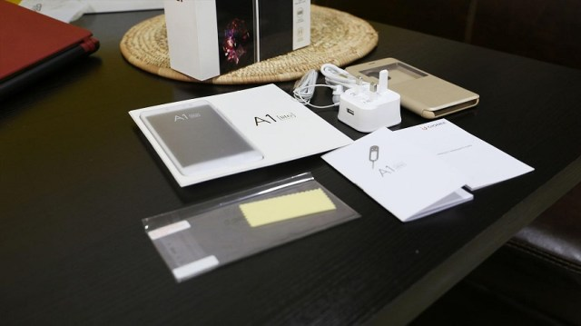 Gionee A1 Lite unboxing documentation