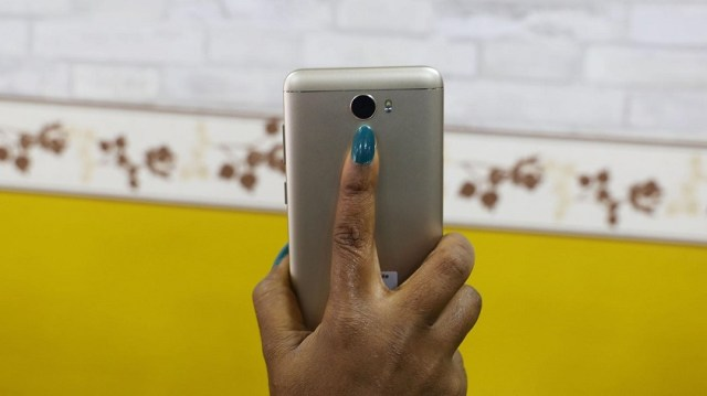 Gionee A1 Lite unboxing finger on scanner