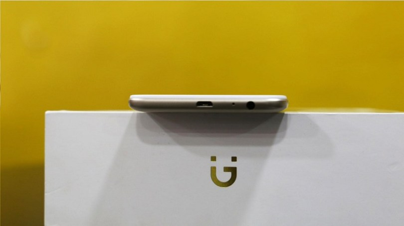 Gionee A1 Lite unboxing slim profile on box