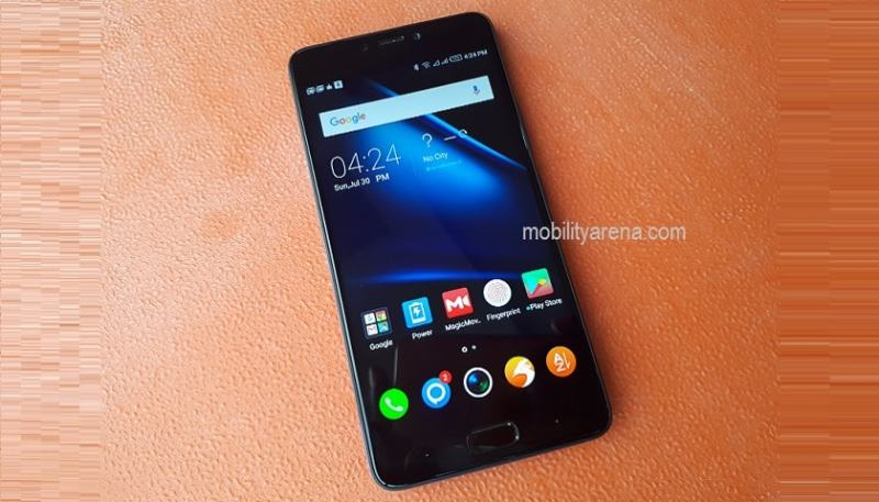 Infinix Note 4 review on desk (2)