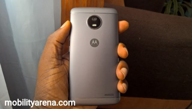 moto e4 first impressions back in hand