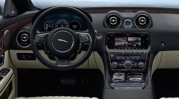 Jaguar XJR575 dashboard