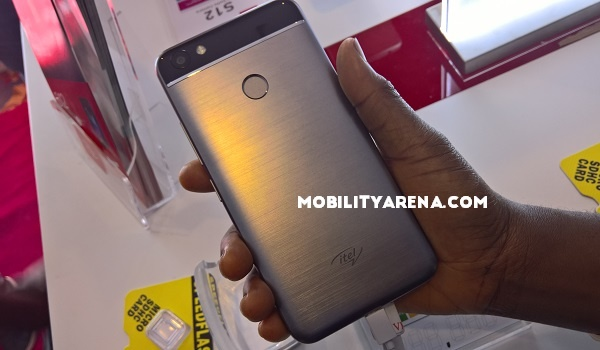 itel S32 back - hands-on review and photos