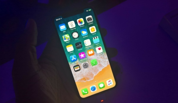 Apple iPhone X Hands-on Review