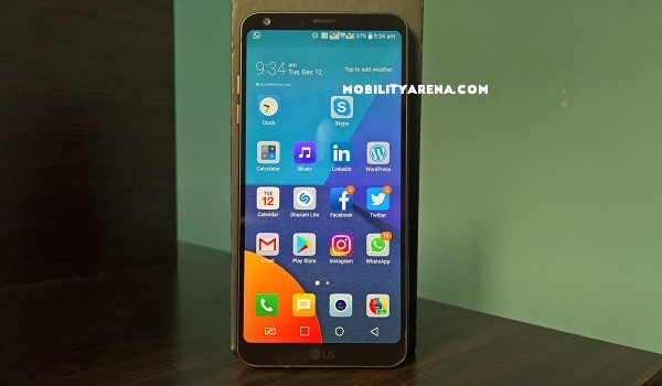 LG G6 unboxing standing with box