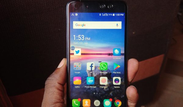 itel S32 review - itel S32 in hand
