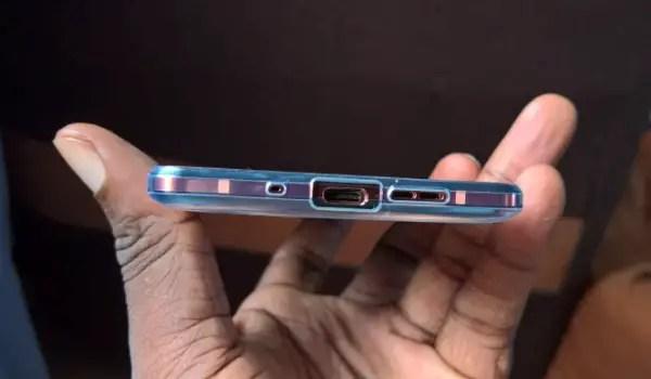 Nokia 7 Plus Unboxing bottom ports