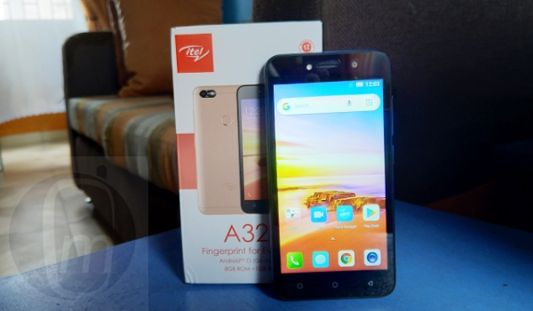 itel a32f beside box