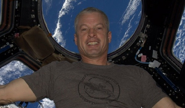 astronaut steve swanson selfie aboard iss