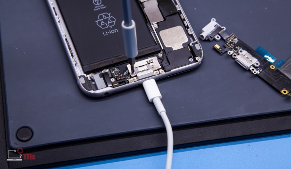 iPhone 6 charging port board