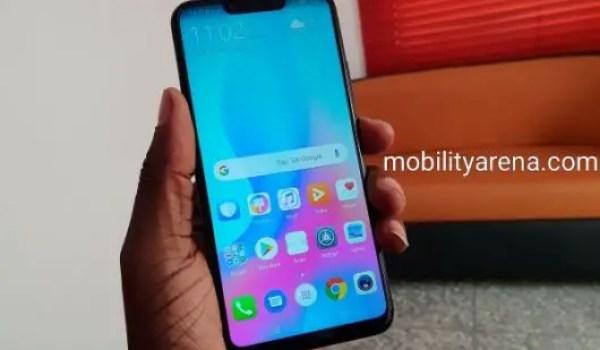 Huawei Nova 3i in hand