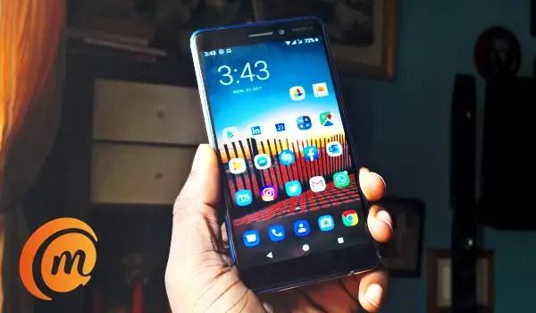 Nokia 6.1 in hand homescreen