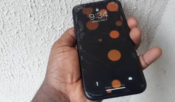 apple iPhone xr review - phone lockscreen