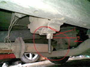 gambar-baut-torsi-pada-kijang-untuk-mengatur-ketinggian-kendaraan-bagian-depan