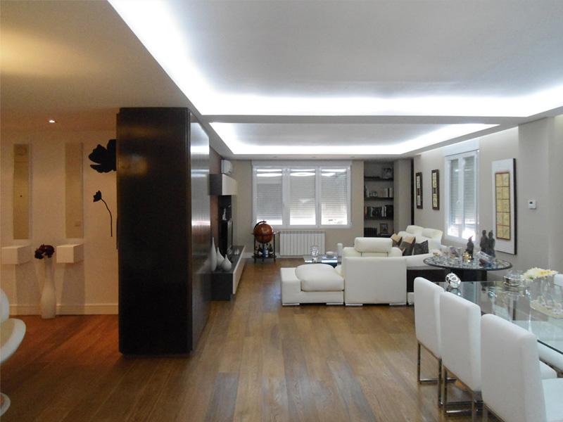 Iluminar una habitaci n oscura 10 trucos y los mejores - Como iluminar un escaparate ...