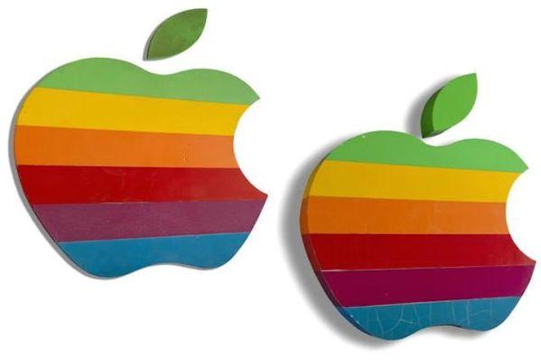 Tęczowe logo Apple wystawione na aukcję