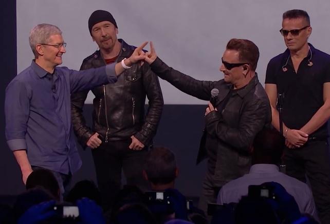Tim Cook i U2 na konferencji 9 września 2014 r.