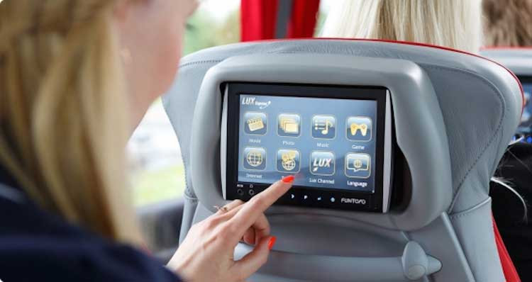 Tablet Funtoro w autobusie Lux Express