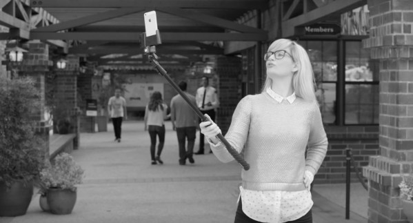 """Po co Ci """"selfie stick""""? Masz lepszą alternatywę!"""