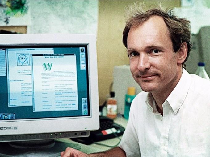 Tim Bernrs-Lee - twórca pierwszej strony internetowej