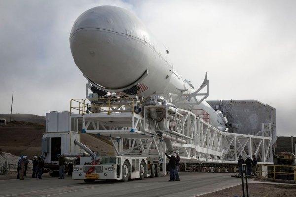 Próba lądowania rakiety Falcon 9 na morzu na żywo