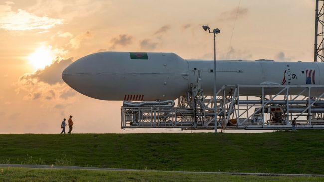 SpaceX planuje wystrzelić 4000 swoich satelitów za pomocą rakiet Falcon 9 (zdjęcie: SpaceX)