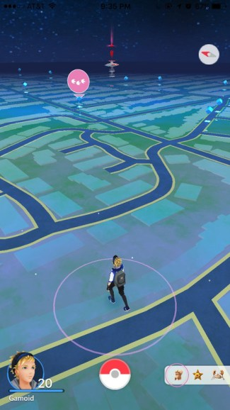 Nowy widok Nearby w Pokemon GO ze śladami pokemonów (screen)