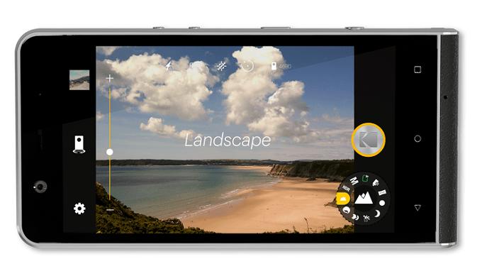 Smartfon Kodak Ektra w poziomie z uruchomionym wyświetlaczem